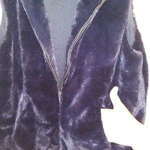 Cejon Jackets & Coats - Cejon faux fur vest. Black. Size Medium.